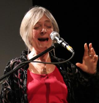 Joan la performing later