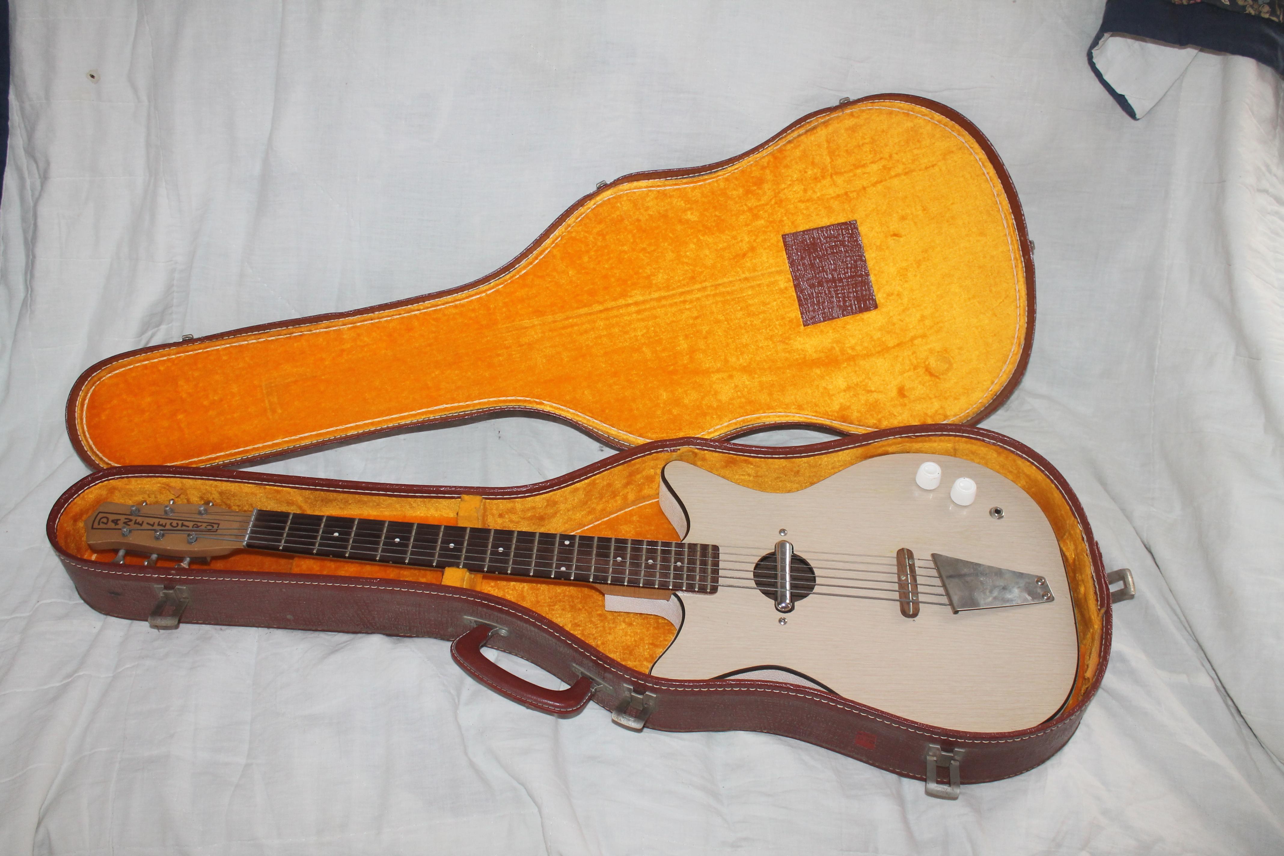 Vintage Danelectro 1960's Guitar For Sale  Single pickup - formica