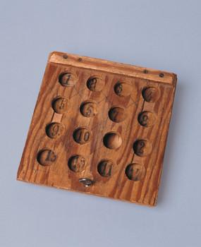 Nuria puzzle toy