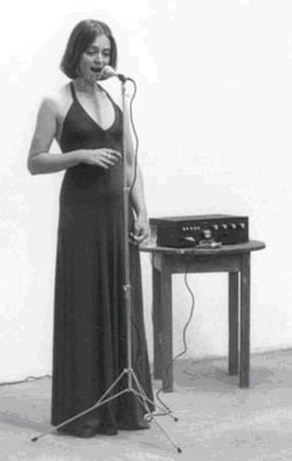 Joan la performing