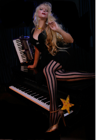 Phoebe-legere-images stripes