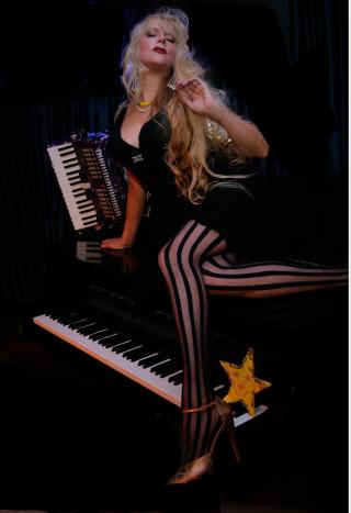 Phoebe-legere-images stripes