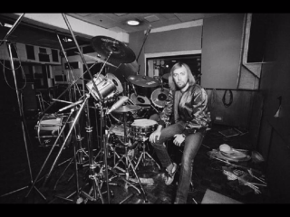 Mick Underwood drums