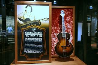 Gibson_L-5_(1928) _Maybelle_Carter _CMHF